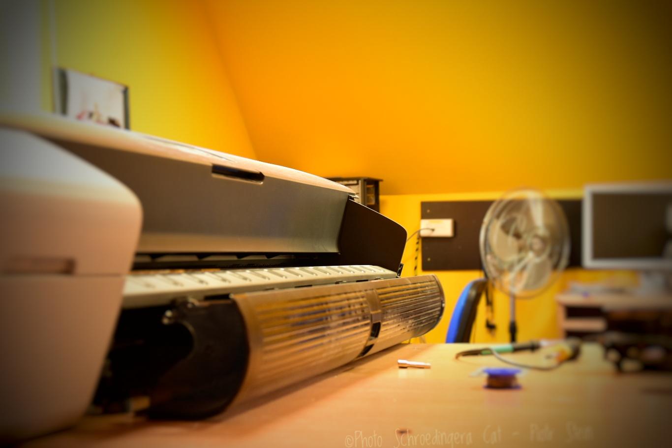 Naprawa plotera w serwisie Zdjęcie za © Zdjęcie za zgodą Akte.com.pl i autora @PhotoSchroedingerCat https://akte.com.pl/serwis-ploterow/